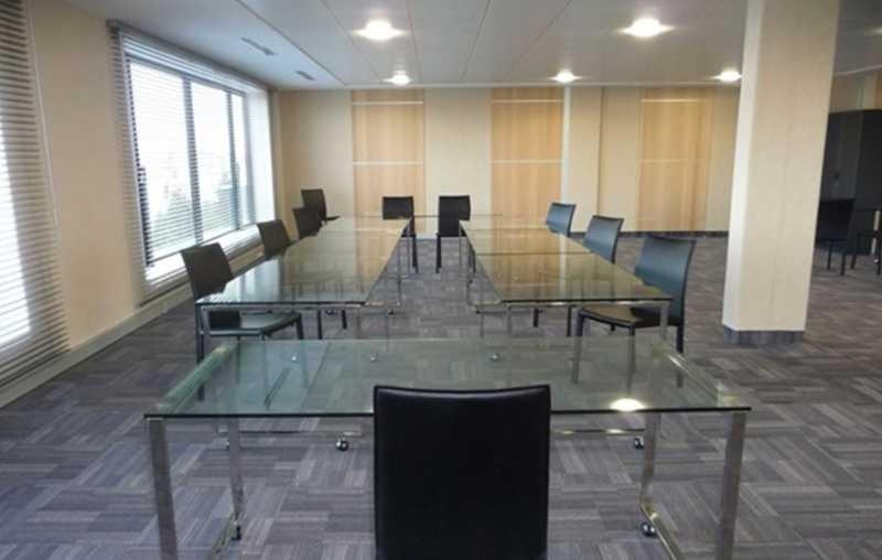location bureau lieusaint centre est 77127 bureau lieusaint centre est de 2099 m ref 70683. Black Bedroom Furniture Sets. Home Design Ideas