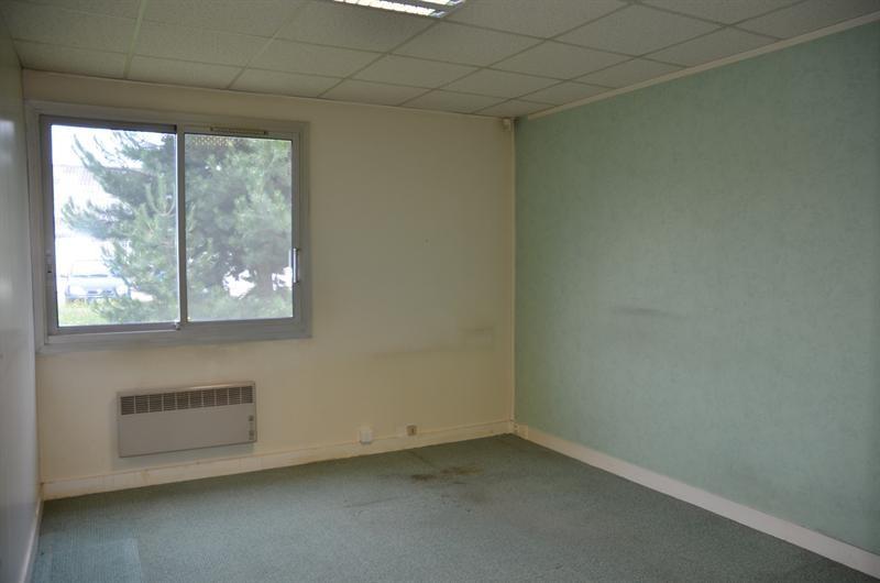location bureau coigni res yvelines 78 138 m r f rence n 105857077. Black Bedroom Furniture Sets. Home Design Ideas