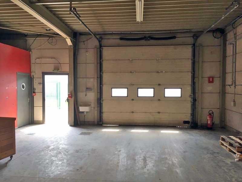 Location local d 39 activit s roncq nord 59 550 m for Location garage roncq