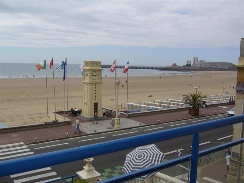 Centre du remblai, face à la grande plage.
