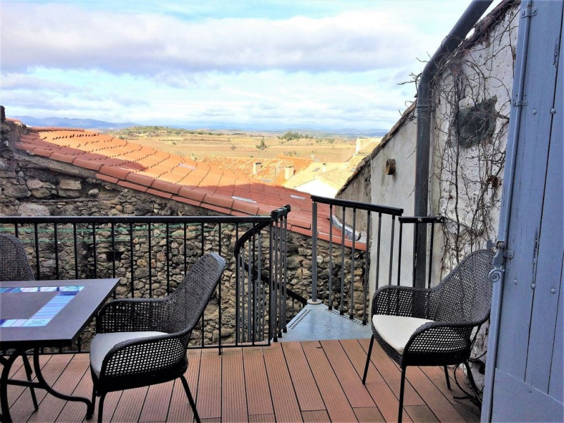 UNE MAISON SPACIEUSE DE 4 chambres, beaucoup de caractère, avec une vue imprenable de chaque fenêtre et de la terrasse.