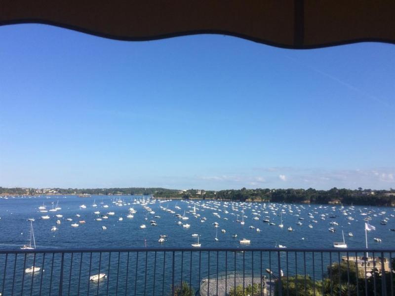 Terrasse vue mer avec store banne