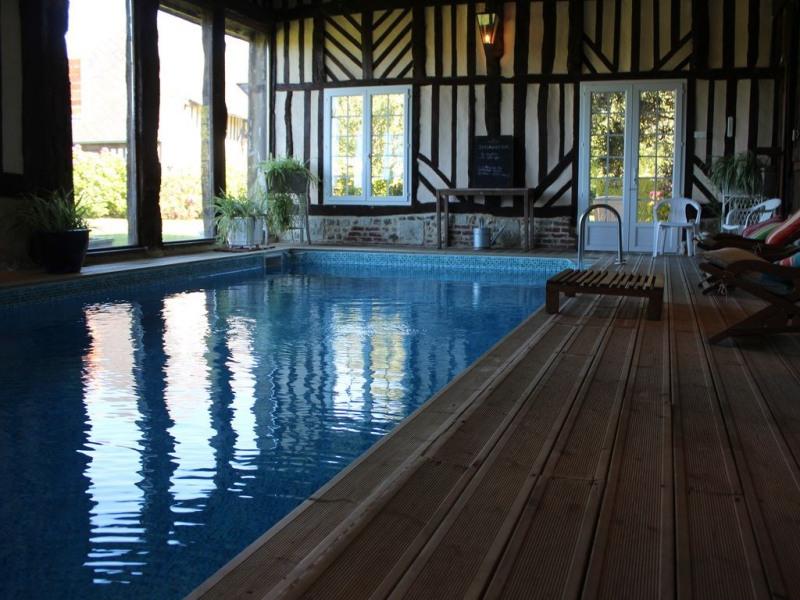 Maison de 320 m2 avec piscine privée intérieure chauffée au sein d un haras