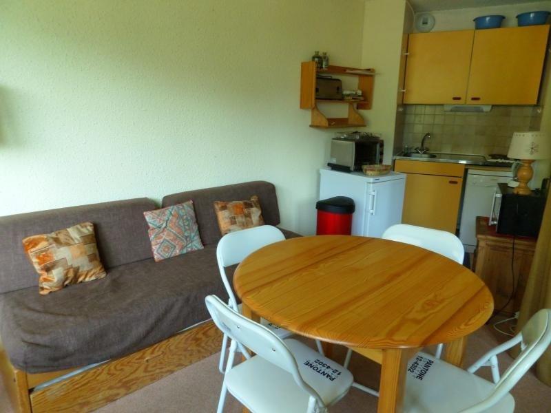Confortable studio avec coin chambre pour 4 personnes situé à Val d'Isère, quartier de la Daille, au pied des pistes,...