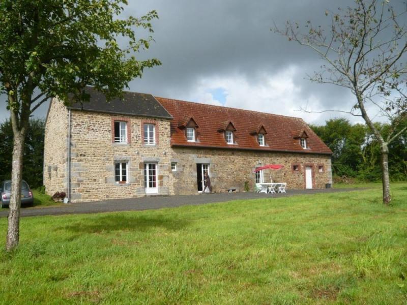 Gîtes de France - Isolée dans la campagne normande, cette longère aux larges volumes fait face à un joli verger plein...