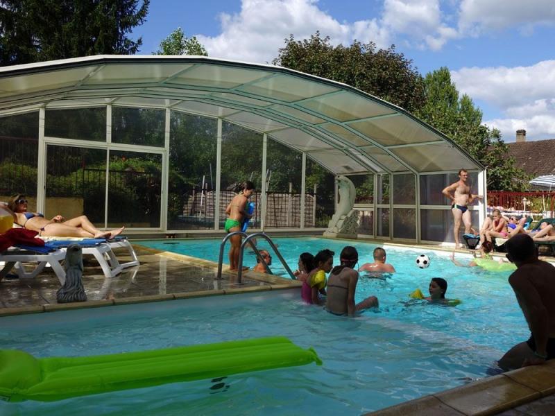 Situé entre Bergerac et Sarlat, à deux pas de Lalinde, « la porte de la Vallée de la Dordogne », le camping Le Parc v...