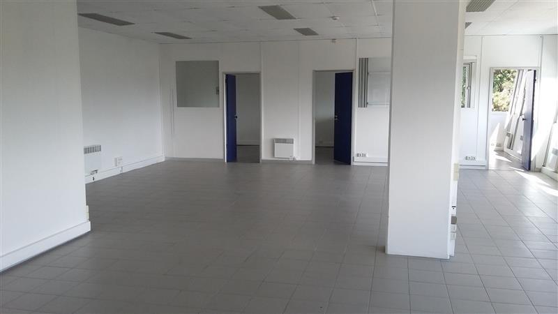 location entrep t p ne yvelines 78 14176 m r f rence n wi s25558l. Black Bedroom Furniture Sets. Home Design Ideas