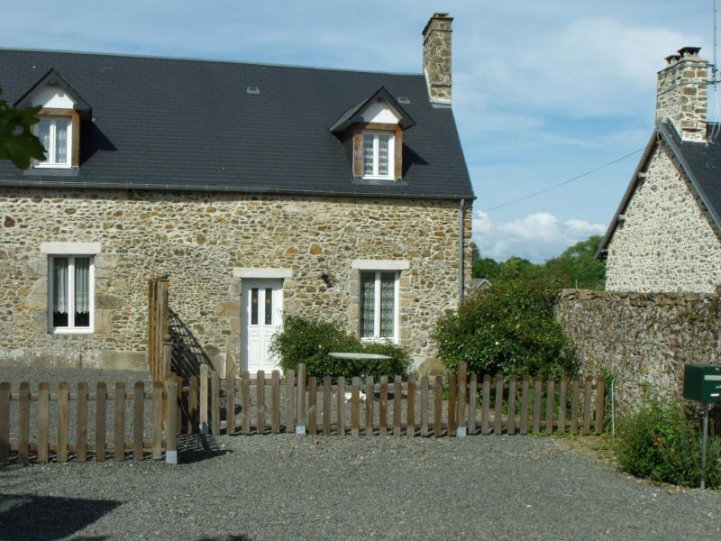 Location vacances Montsurvent -  Gite - 3 personnes - Barbecue - Photo N° 1