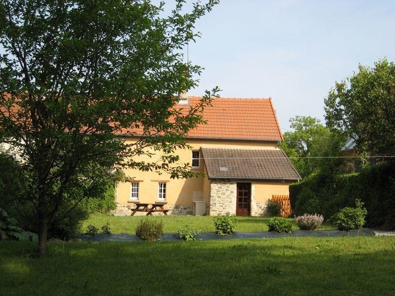 Gîtes de France Le palix - Dans un cadre verdoyant où chante une cascade, ce gîte, agrémenté d'une terrasse et d'un v...