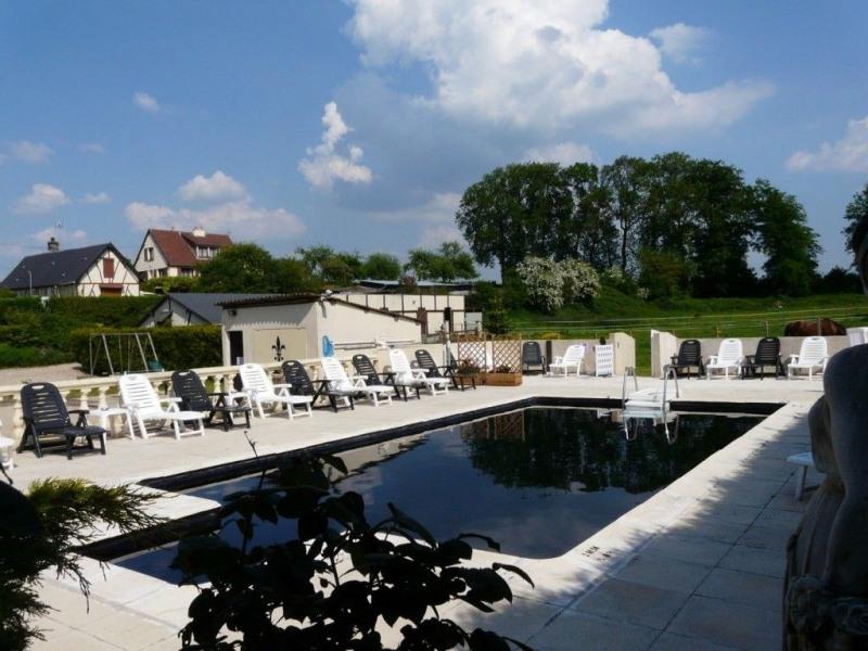 Pavillon de standing 8 /10 pers. (+14 pers) avec piscine chauffée sur 3 ha