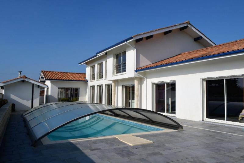 vente maison et villa de luxe bayonne maison et villa de luxe demeure 300m 2491000. Black Bedroom Furniture Sets. Home Design Ideas