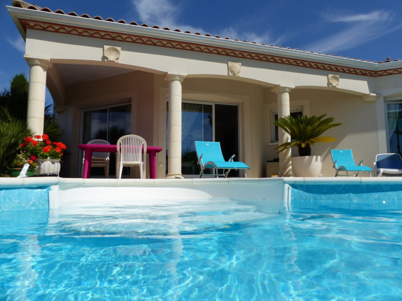 Villa de standing avec piscine privée proche bord de mer