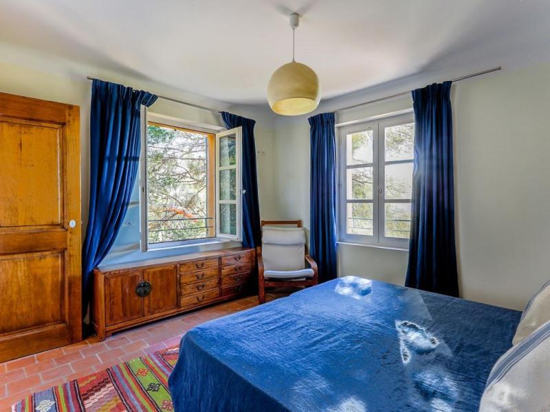 Vue mer chambre 1er étage. Rideaux et couvre lit en lin.