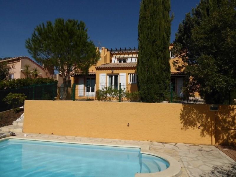 Villa avec piscine privée. 3 chambres pour 5 personnes.