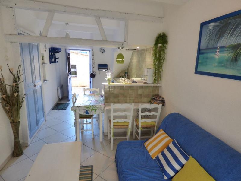 Charmant duplex dans une maison de village de caractère au centre du village et à 50m des plages