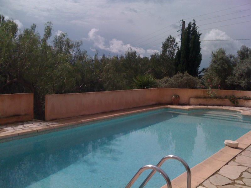 t2 tout confort  avec piscine privée,salle a manger avec BBQ exterieur,terrain de boules,jardin clos