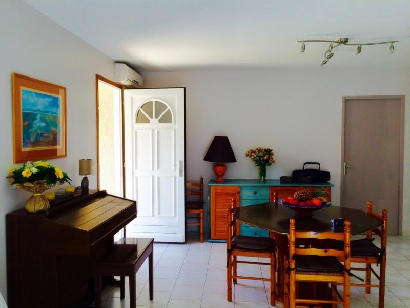 Un séjour ensoleillé, spacieux et climatisé
