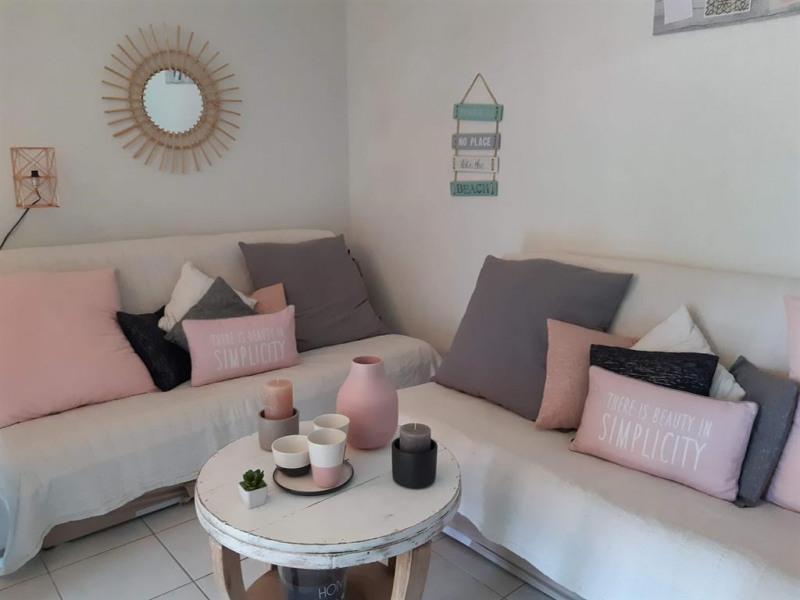 Location vacances Six-Fours-les-Plages -  Appartement - 6 personnes - Chaise longue - Photo N° 1