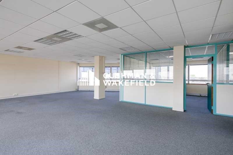 location bureau montigny le bretonneux saint quentin 78180 bureau montigny le bretonneux. Black Bedroom Furniture Sets. Home Design Ideas