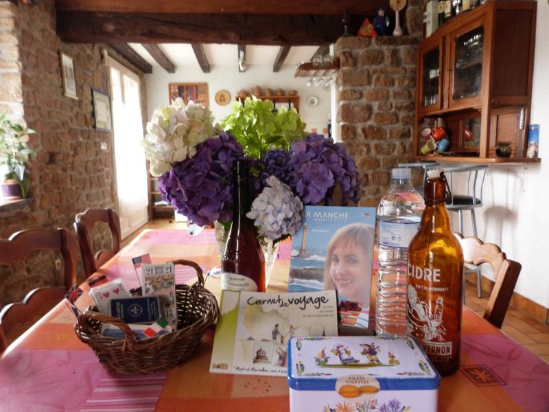 Location vacances Saint-Martin-de-Landelles -  Gite - 8 personnes - Barbecue - Photo N° 1