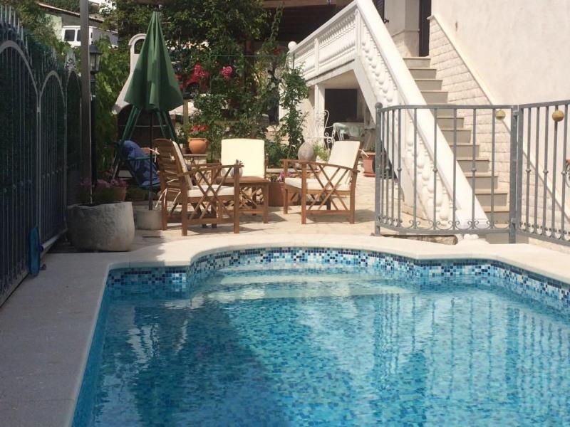 piscine, espace déjeuner, barbecue, détente