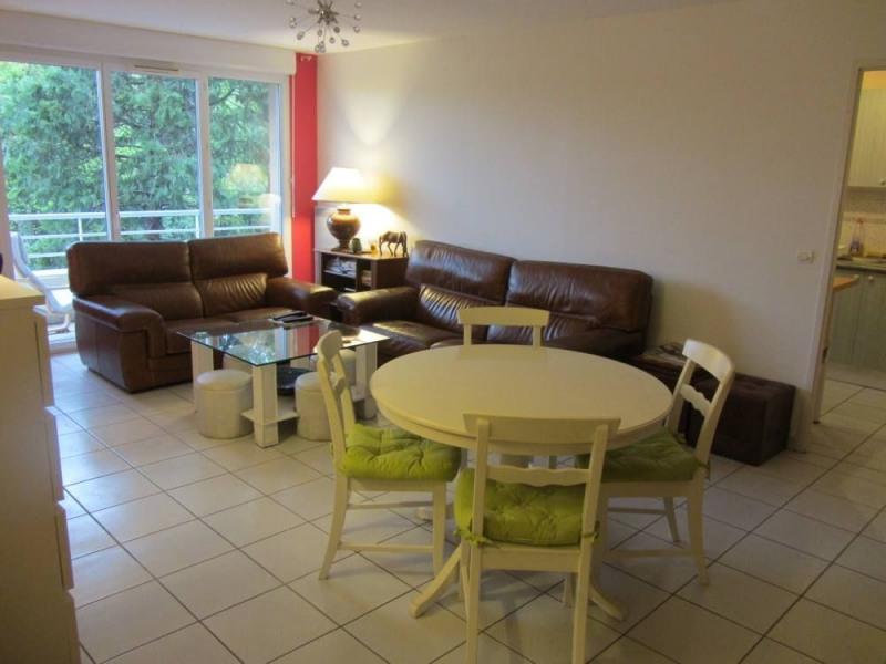 Grand appartement standing , 3 chambres, avec terrasse vue sur jardin,    piscine