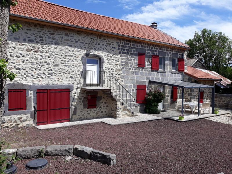 GITE DANS LA CHAINE DES PUYS proche Vulcania - Saint-Ours