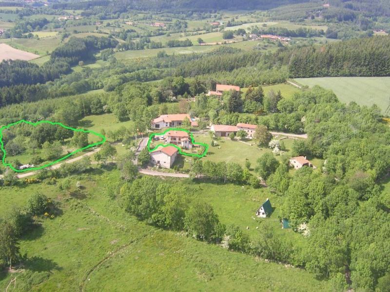 Maison dans petit hameau au milieu d'une nature préservée à 670 d'altitude .