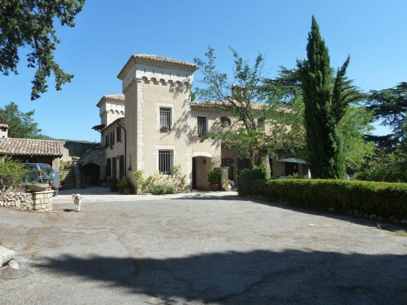 Superbe maison de caractère avec grand terrain clos, piscine et spa dans le Luberon