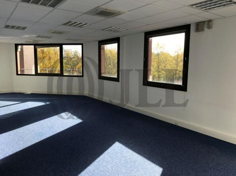 location bureau montigny le bretonneux yvelines 78 428 m r f rence n l2234. Black Bedroom Furniture Sets. Home Design Ideas