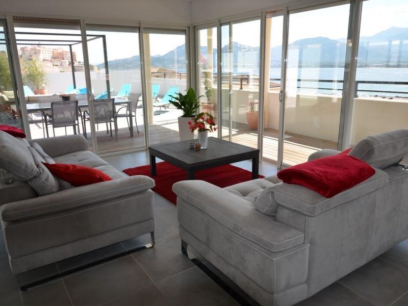 Vue spectaculaire et unique, spacieux, moderne et luxueux.
