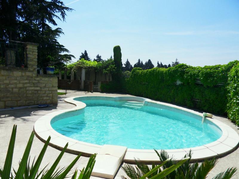 Calme et tranquilité près des alpilles dans cette maison avec piscine