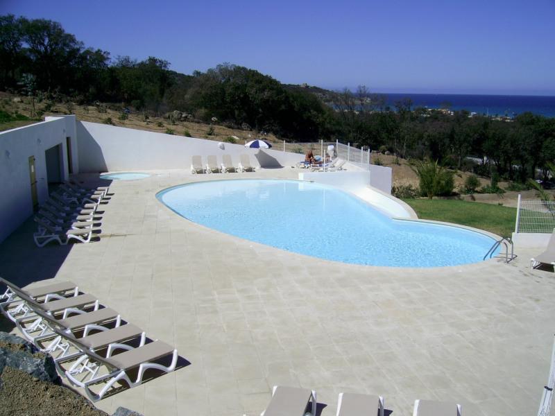 Maison mitoyenne dans résidence avec piscine, 200m de la plage