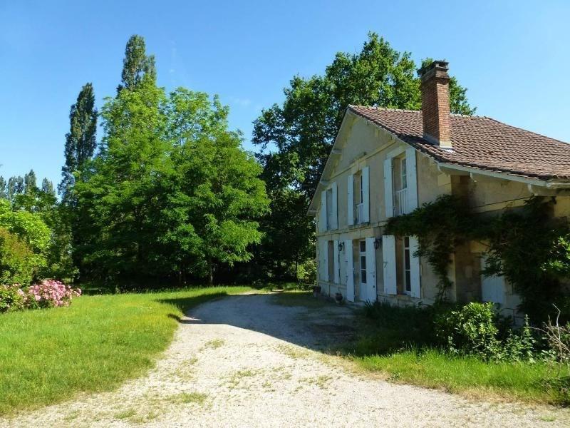 Aux portes de Bergerac, maison spacieuse avec jardin arboré de 4400m² clôturé
