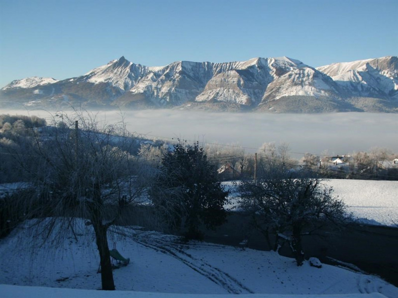 Le jardin  du gite vue sur la vallée du Champsaur