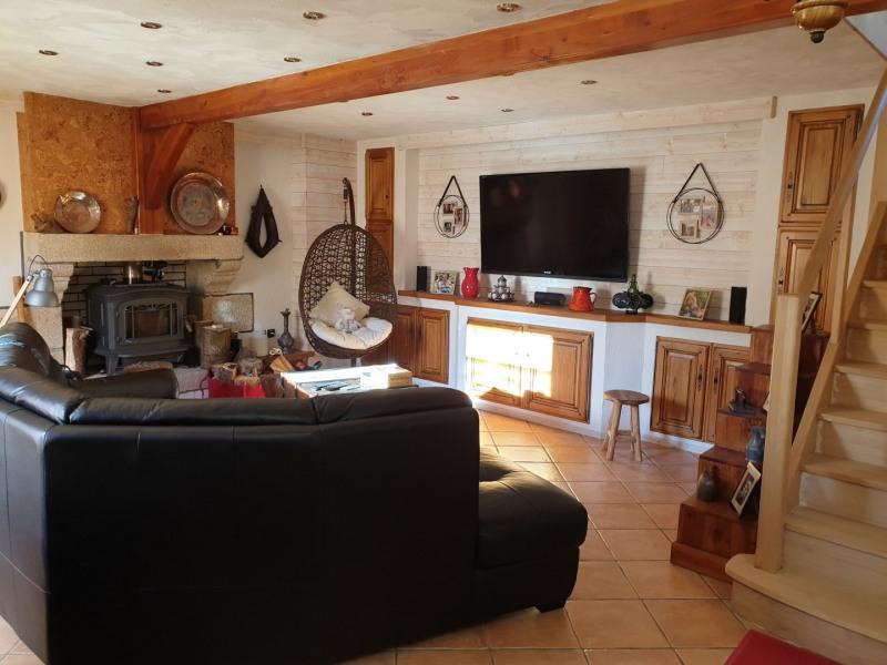 En saison: 300 à 455€/Semaine (suivant période) Grande maison sur terrain très arboré de 5000m²