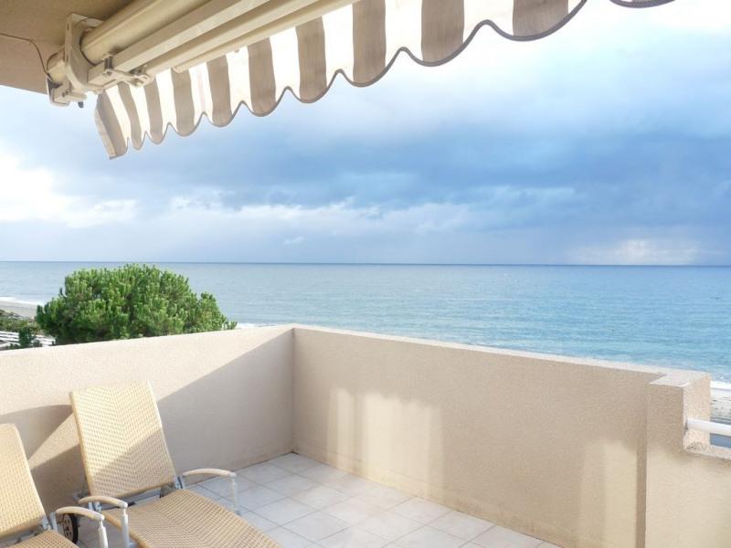 Terrasse vue sur mer et plage