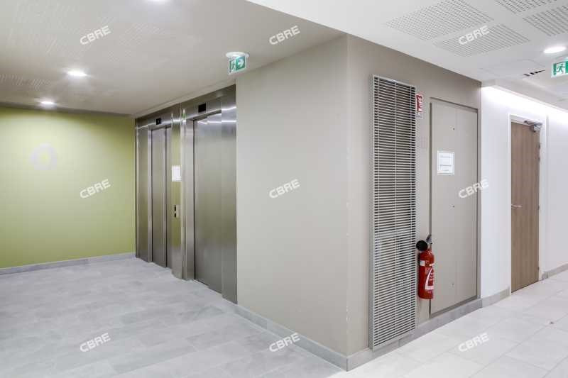 location bureau bordeaux gironde 33 1540 m r f rence. Black Bedroom Furniture Sets. Home Design Ideas