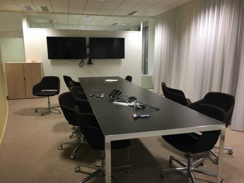 location bureau voisins le bretonneux yvelines 78 5162 m r f rence n 136549. Black Bedroom Furniture Sets. Home Design Ideas