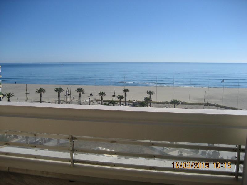 Appartement avec grande terrasse face à la mer