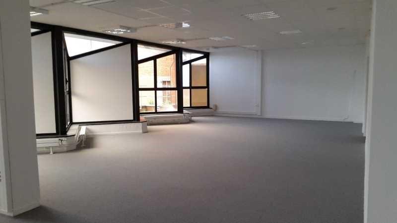 location bureau cergy prefecture 95000 bureau cergy prefecture de 406 m ref 583191w. Black Bedroom Furniture Sets. Home Design Ideas