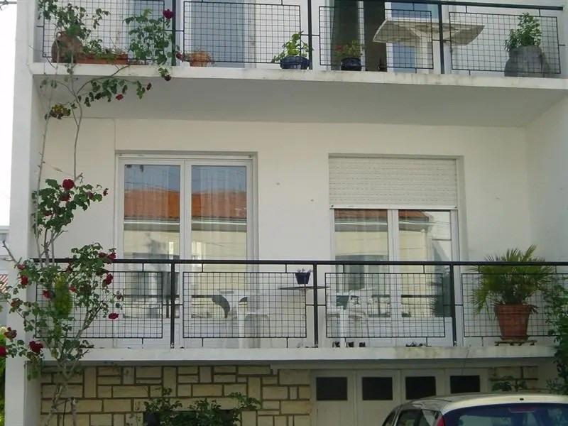 Royan - à 50m de la plage de Foncillon à Royan, et 300m du centre ville de Royan, au 1er étage d'un petit immeuble ...