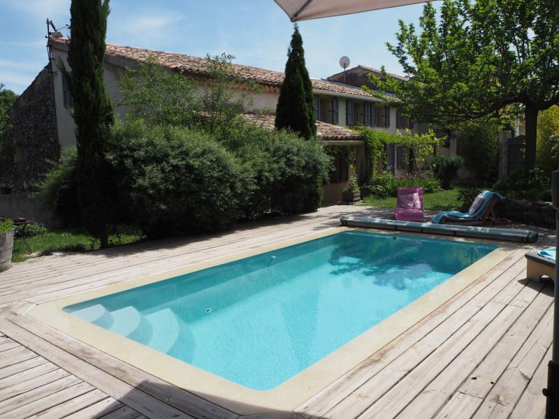 vue piscine et maison du jardin