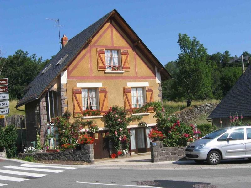 Location vacances Besse-et-Saint-Anastaise -  Appartement - 4 personnes - Jardin - Photo N° 1