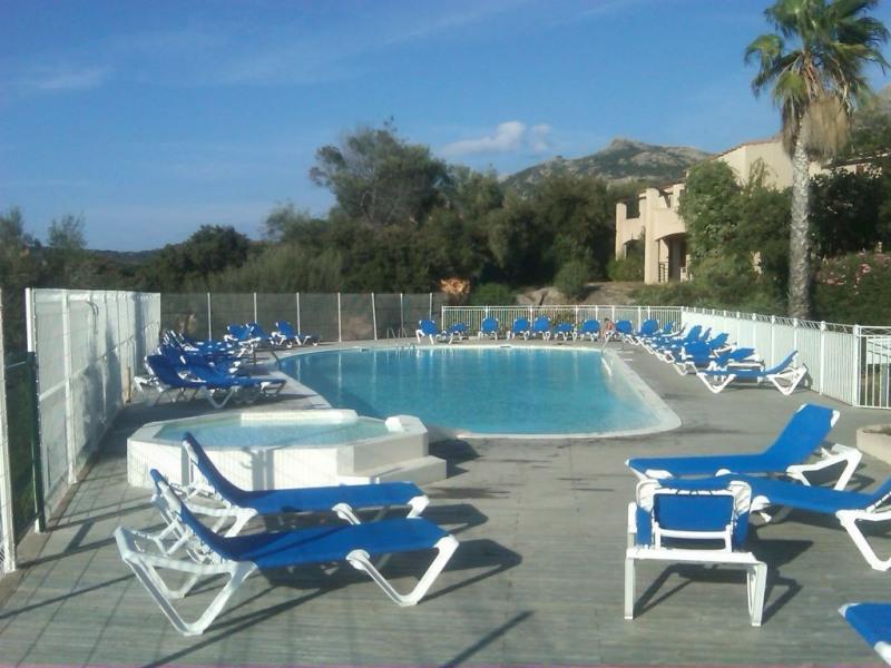 Appartement vue mer  sur le golf Calvi, 6-7 personnes, dans Résidence avec piscine, jardin, parking à l'interieur - L...