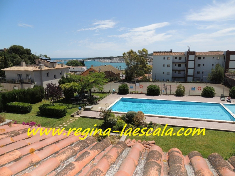 Stilmar with views of the pool and the sea