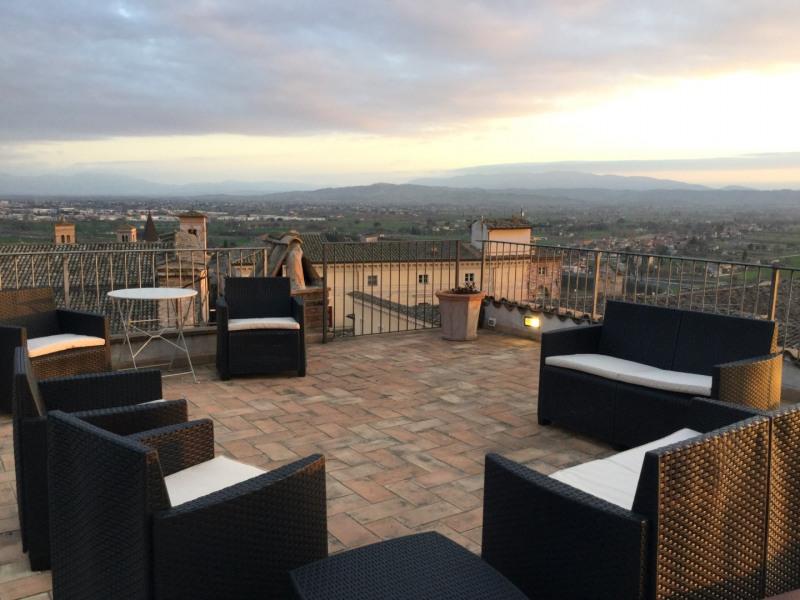 La terrasse de Spello en Ombrie,élégant appartement dans le centre historique de Spello, avec une vue imprenable