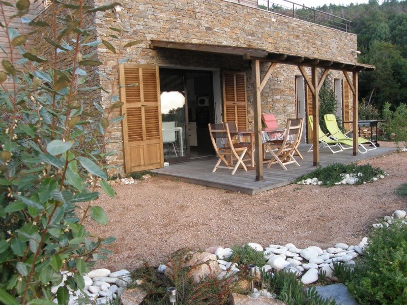 Villa dans petite résidence avec piscine au milieu du maquis près de la plage