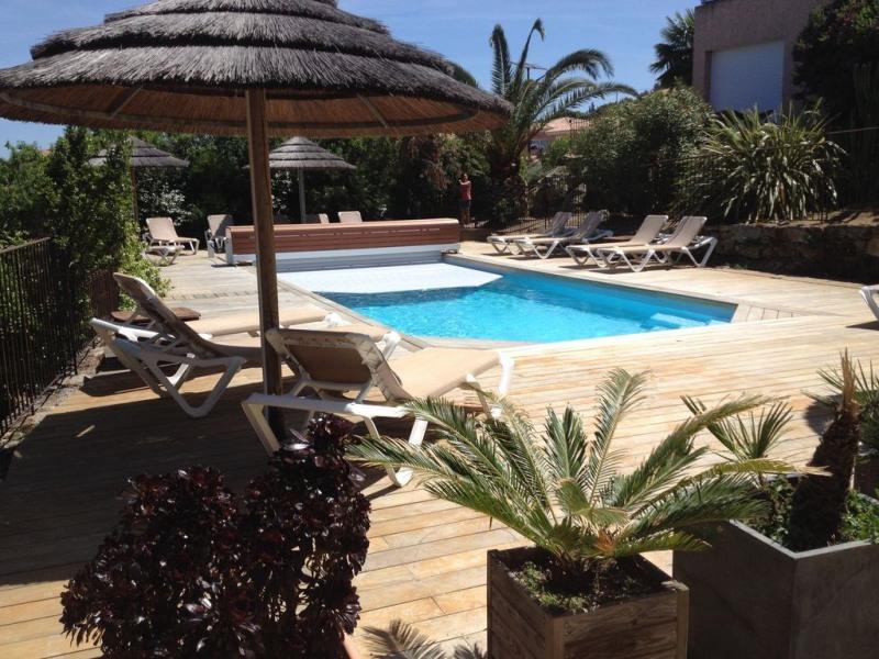 REGINA - Confortable appartement 2 chambres, belle terrasse, piscine chauffée, vue mer, jardin
