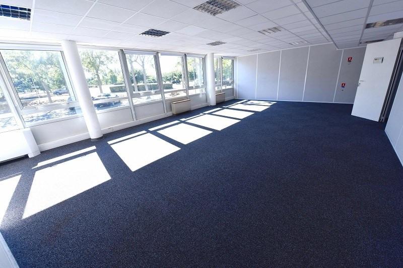 location bureau lab ge 31670 bureau lab ge de 234 m. Black Bedroom Furniture Sets. Home Design Ideas